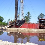Well-bore-mud-discharge-into-mud-pit